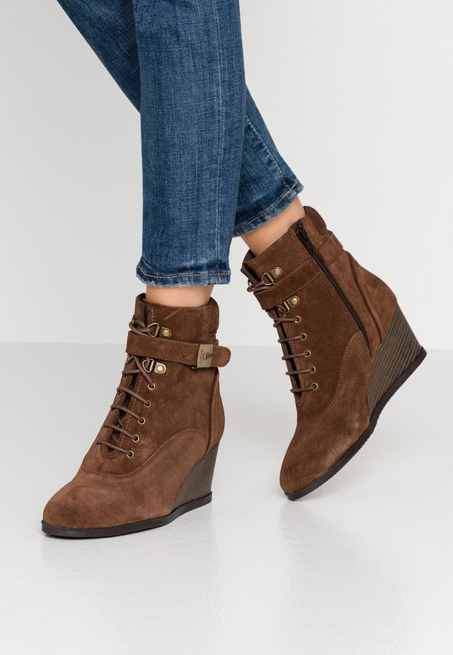 LIDEAN  - Wedge Ankle Boots - brown