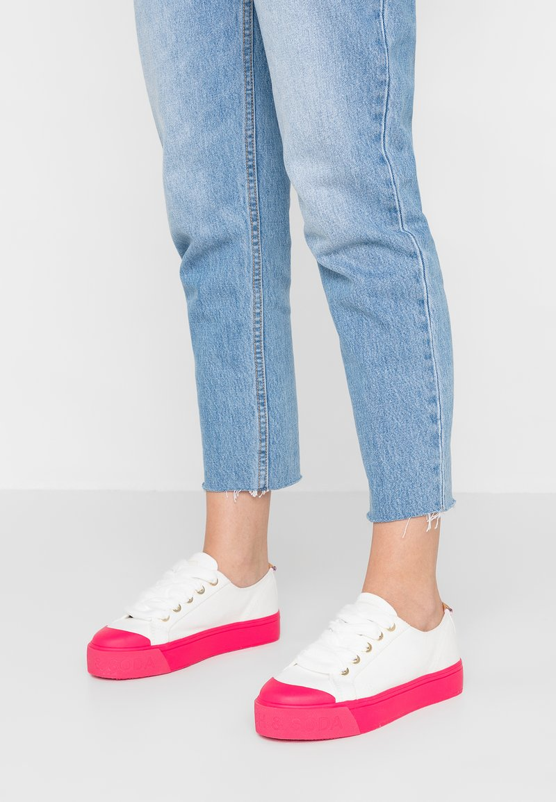 Scotch & Soda - SYLVIE - Trainers - offwhite/hot pink