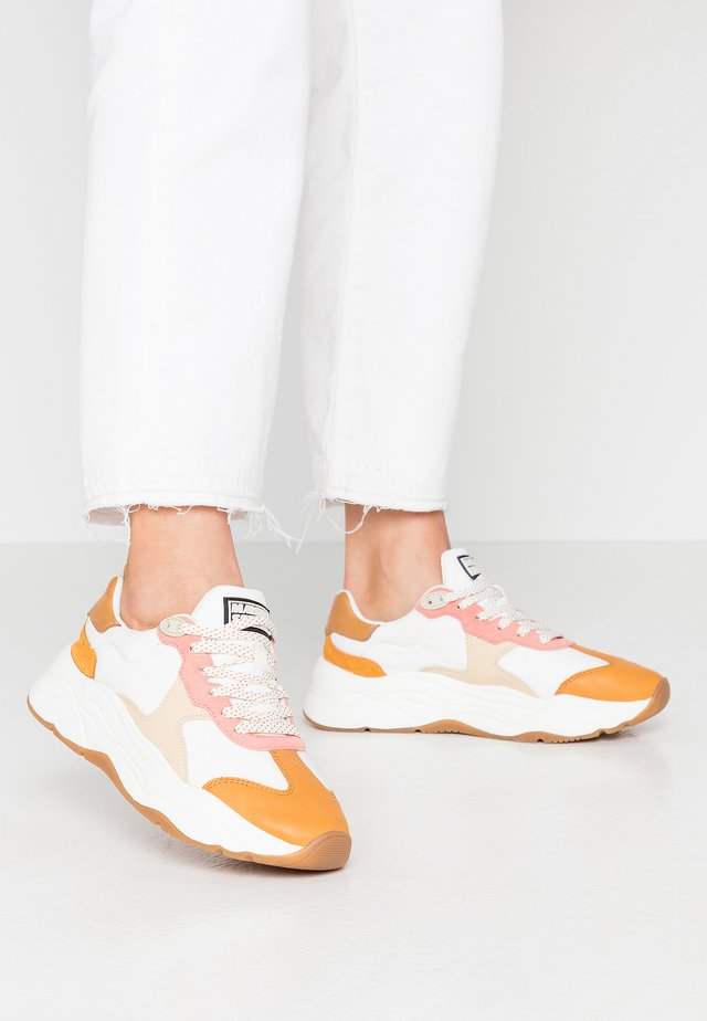 CELEST - Sneakers laag - white/pink/multicolor
