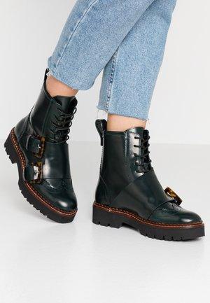 OLIVINE MID LACE BOOT - Cowboy/biker ankle boot - dark green