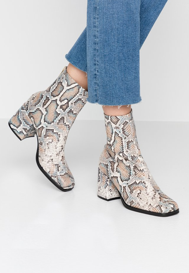 FLORENCE MID ZIP BOOT - Stivaletti - beige