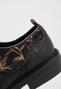 Scotch & Soda - MERAPI LOW LACE SHOES - Oksfordki - black/green - 5
