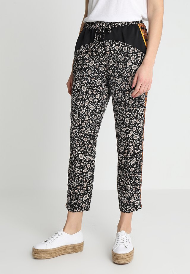 PRINTED COLOURBLOCKED PANTS - Pantaloni - combo