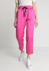 Scotch & Soda - TAILORED PANTS - Bukse - electric pink - 0