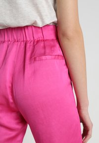 Scotch & Soda - TAILORED PANTS - Bukse - electric pink - 5
