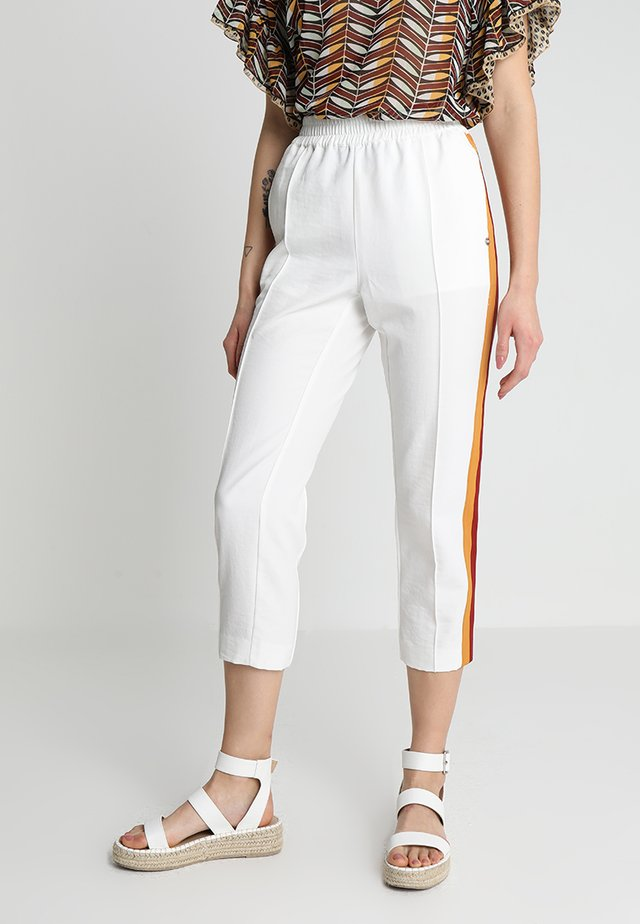 TAPERED LEG PANTS WITH CONTRAST SIDE PANELS - Pantaloni - off white
