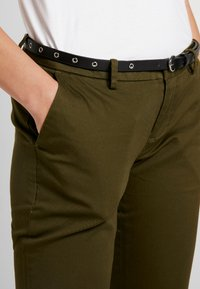 Scotch & Soda - Chinot - army - 5