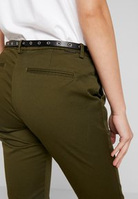 Scotch & Soda - Chinot - army - 3