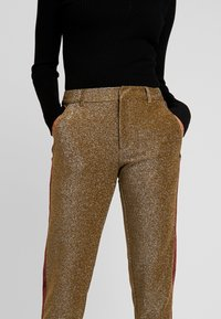 Scotch & Soda - TAPERED PANTS WITH SIDE PANEL - Bukse - olive - 4