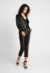 Scotch & Soda - TAPERED PANTS WITH SIDE PANEL - Kalhoty - black - 1