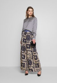 Scotch & Soda - WIDE LEG PANTS WITH CONTRAST WAISTBAND - Trousers - blue - 1