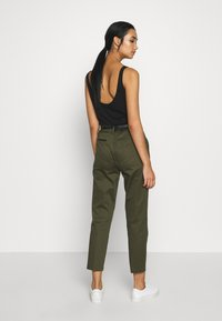 Scotch & Soda - REGULAR FIT WITH STITCHED PLEAT - Chinos - military - 2