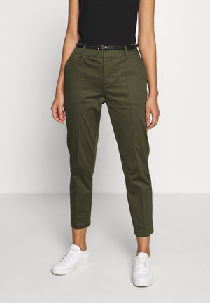 REGULAR FIT WITH STITCHED PLEAT - Chinos - military