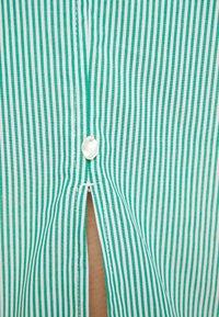 Scotch & Soda - CLEAN DRESS WITH PRESS BUTTONS - Košilové šaty - light green - 6