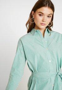 Scotch & Soda - CLEAN DRESS WITH PRESS BUTTONS - Košilové šaty - light green - 4