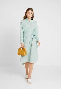 Scotch & Soda - CLEAN DRESS WITH PRESS BUTTONS - Košilové šaty - light green - 2