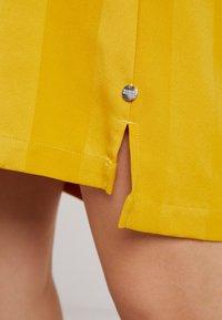 Scotch & Soda - Korte jurk - mustard - 6