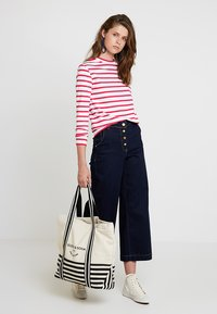 Scotch & Soda - BRETON LONG SLEEVE TEE WITH HIGH NECK - T-shirt à manches longues - red/white - 1