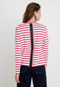 Scotch & Soda - BRETON LONG SLEEVE TEE WITH HIGH NECK - T-shirt à manches longues - red/white - 2