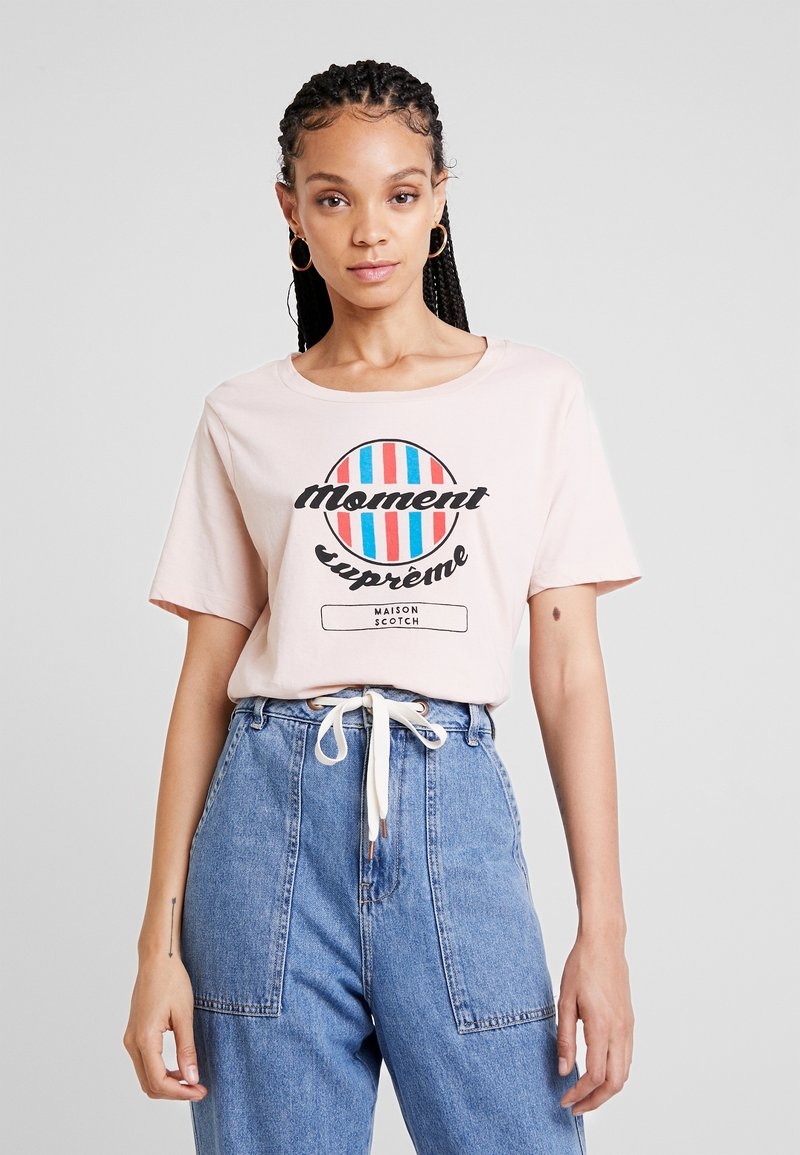 Scotch & Soda - RELAXED FIT TEE WITH VARIOUS ARTWORKS - Triko s potiskem - blush