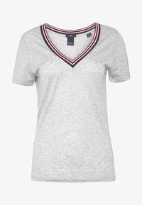 Scotch & Soda - V NECK TEE WITH STRIPED DETAIL - T-shirts med print - grey melange - 3