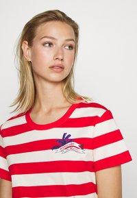 Scotch & Soda - KEONI CAPSULE PRINTED REGULAR FIT TEE - Print T-shirt - combo - 3