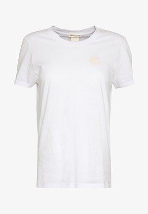 WITH CHEST ARTWORK - Basic T-shirt - white