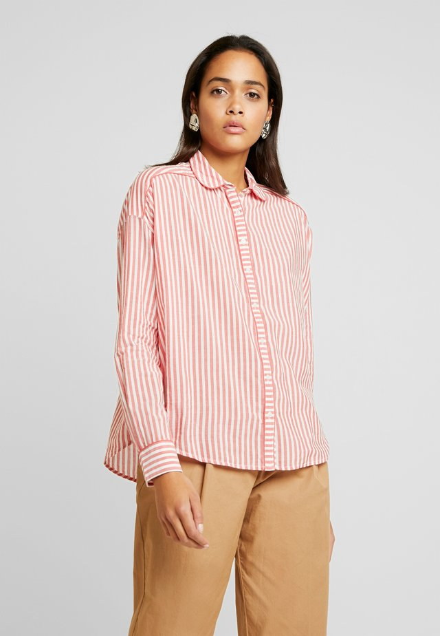 MIX WITH PIPING DETAILS IN VARIOUS PATTERNS - Button-down blouse - red/white