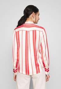Scotch & Soda - REGULAR FIT CLEAN WITH POPLIN DETAILS - Button-down blouse - off white/red - 2