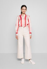 Scotch & Soda - REGULAR FIT CLEAN WITH POPLIN DETAILS - Button-down blouse - off white/red - 1