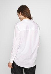 Scotch & Soda - CLASSIC BUTTON UP REGULAR FIT - Skjorte - white - 2