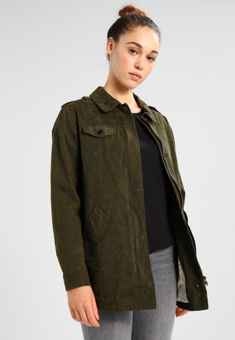 Scotch & Soda - MILITARY IN SPECIAL CAMOUFLAGE PRINT - Jeansjacke - military green