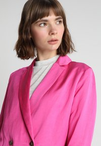 Scotch & Soda - DOUBLE BREASTED BLEND - Blazer - electric pink - 3