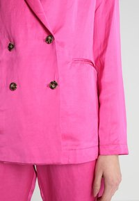 Scotch & Soda - DOUBLE BREASTED BLEND - Blazer - electric pink - 5