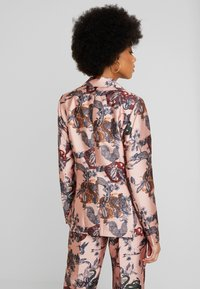 Scotch & Soda - PRINTED DOUBLE BREASTED - Blazer - pink - 2