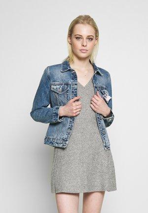 EASY TRUCKER JACKET - CLASSIC  - Denim jacket - classic blue