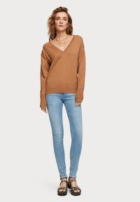 Scotch & Soda - V NECK - Trui - brown melange - 1