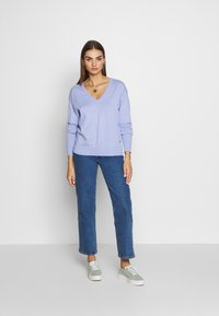 Scotch & Soda - LOOSE WITH NECK - Trui - sky blue - 1
