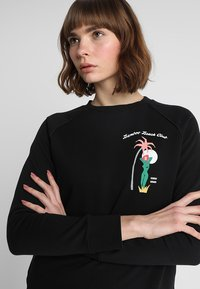 Scotch & Soda - REGULAR FIT WITH PIPING DETAILS AND ARTWORK - Mikina - black - 3