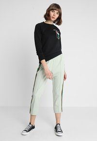 Scotch & Soda - REGULAR FIT WITH PIPING DETAILS AND ARTWORK - Mikina - black - 1