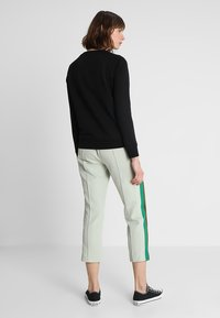 Scotch & Soda - REGULAR FIT WITH PIPING DETAILS AND ARTWORK - Mikina - black - 2