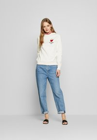 Scotch & Soda - ARTWORKS AND SPECIAL COLLAR - Sweatshirt - off white - 1