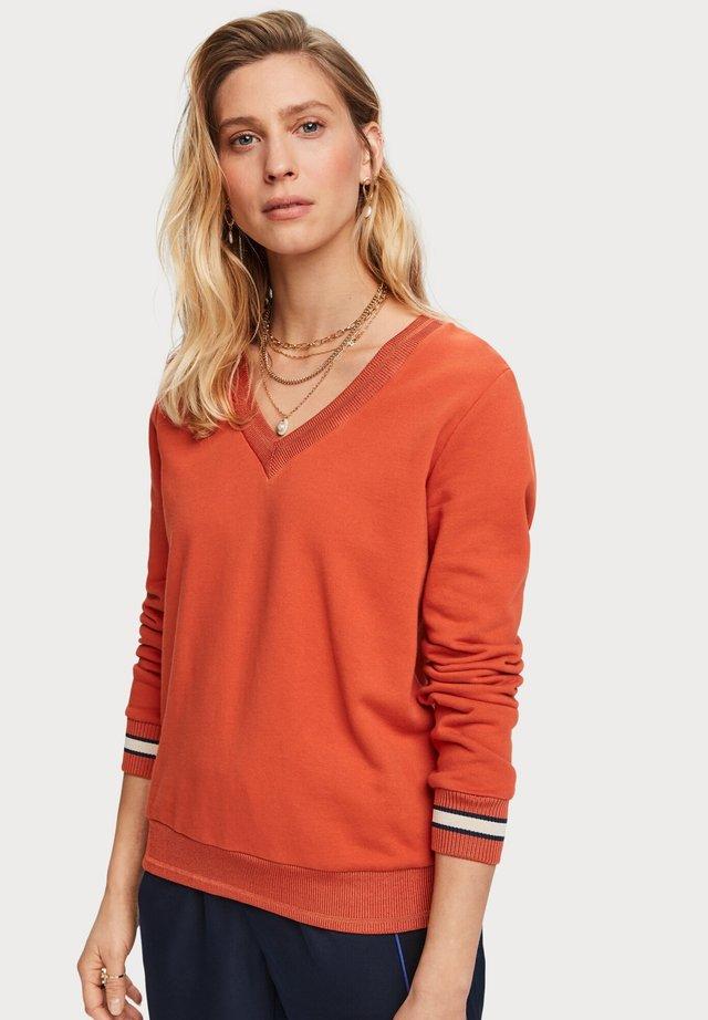 V-NECK  - Sweater - brown