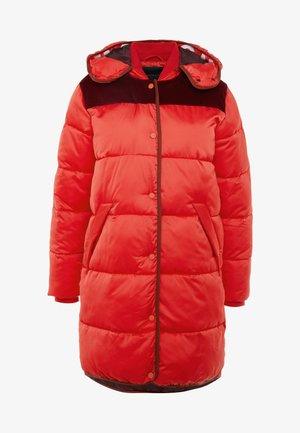 LONG PRIMALOFT JACKET DETACHABLE HOOD AND CONTRAST - Zimní kabát - mars red