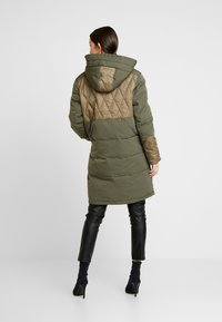 Scotch & Soda - MIXED FABRIC JACKET WITH QUILTING DETAILS - Cappotto invernale - military - 2