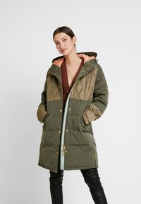 Scotch & Soda - MIXED FABRIC JACKET WITH QUILTING DETAILS - Cappotto invernale - military - 0