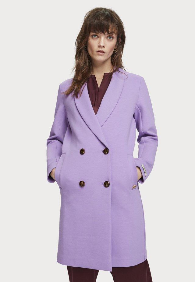 MANTEL MIT KONTRASTVERARBEITUNG - Mantel - light purple