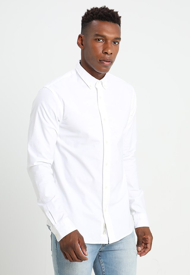 REGULAR FIT OXFORD SHIRT WITH STRETCH - Vapaa-ajan kauluspaita - white