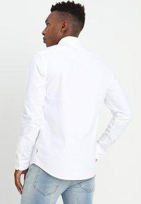 Scotch & Soda - REGULAR FIT OXFORD SHIRT WITH STRETCH - Overhemd - white - 2