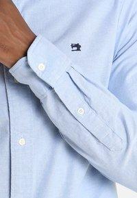 Scotch & Soda - REGULAR FIT OXFORD SHIRT WITH STRETCH - Camisa - blue - 3